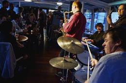 Jazz Boat: Večerní plavba s živým jazzem a večeří - Náhled